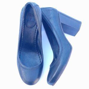 Frye black Carson mid heel pumps 8.5
